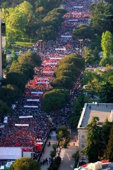Protest der Sozialisten geht weiter