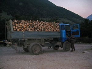 Holzlaster in den Albanischen Alpen (Archivbild 2009)
