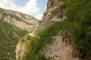 Höhle Pëllumbas: Wanderweg