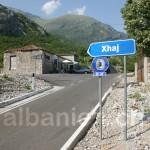 Frisch asphaltierte Strasse in den nordalbanischen Alpen
