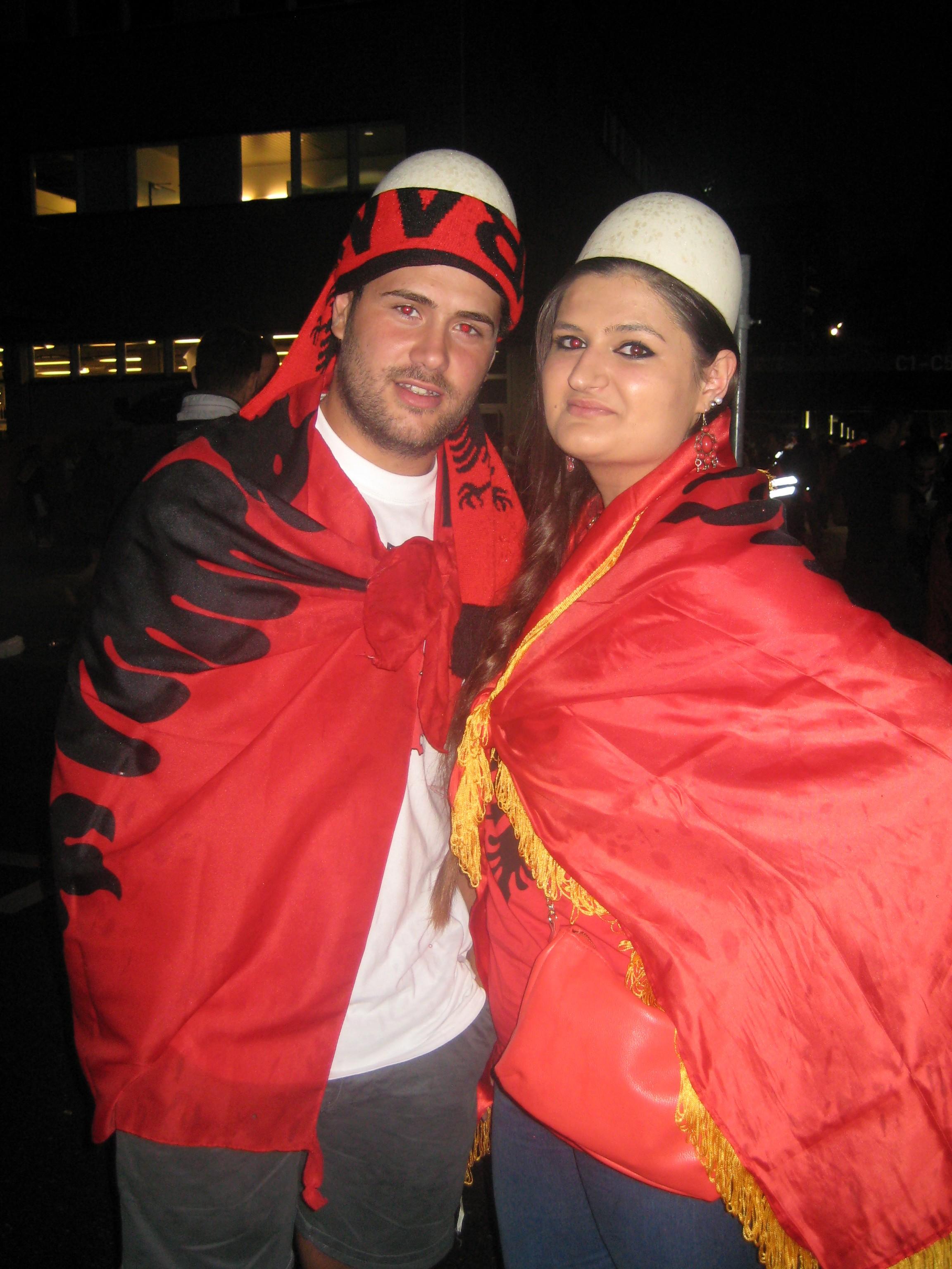 albanische fussballfans am spiel schweiz albanien albanische ...