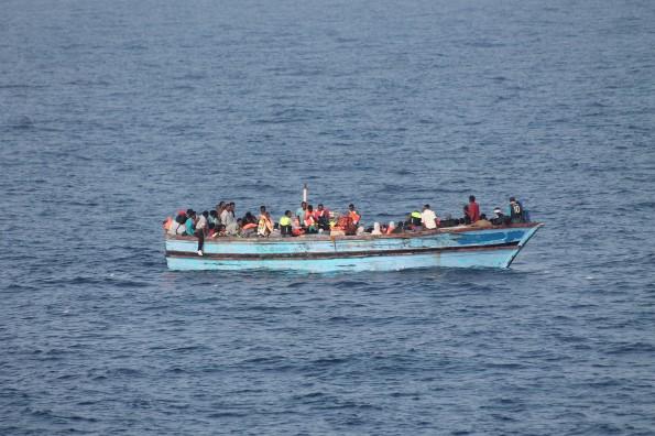 Flüchtlingsboot im Mittelmeer (Symbolbild –Irische Marine)