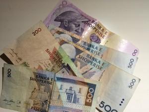 Währung: Albanischer Lek, verschiedene Banknoten