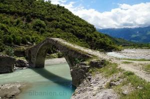 Bënja: osmanische Brücke »Ura e Kadiut«