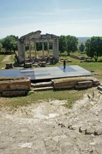 Restauriertes Monument der Agonotheten
