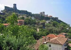 Burg mit Wehrturm und Museum