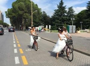 Werbende Bräute in Tirana