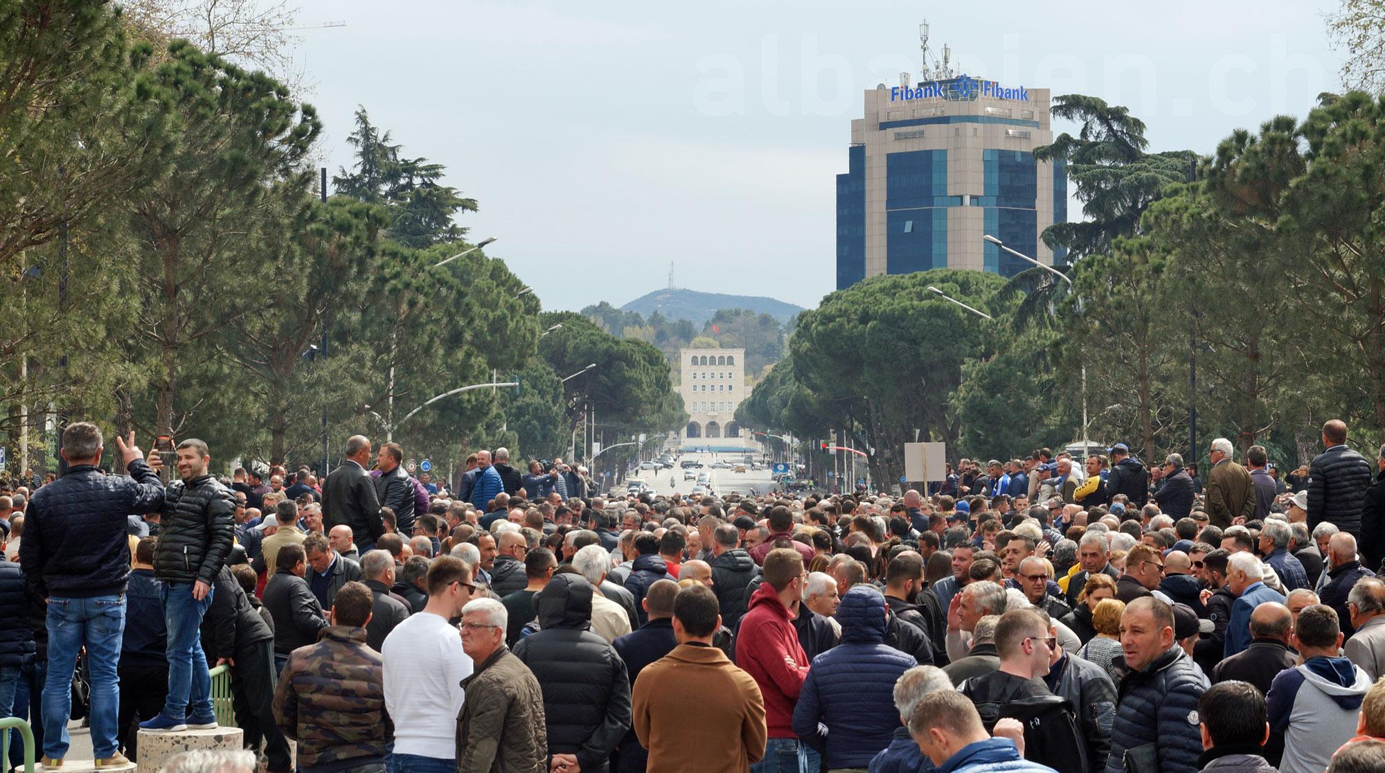 Demonstranten in Albanien