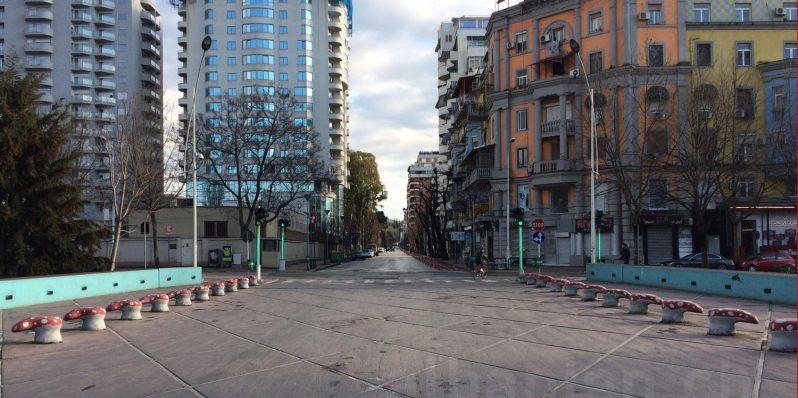 Blloku in Tirana: menschenleer wegen Corona-Virus