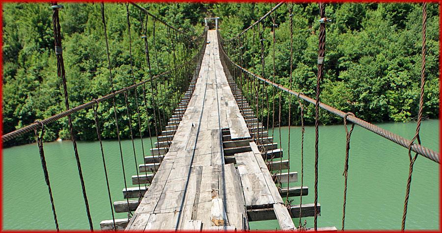 Mat – Hängebrücke beim Shkopet-Stausee
